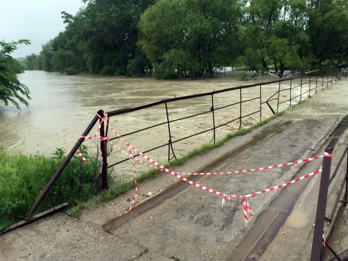 В Мостовском районе стоки подтопили четыре населенных пункта