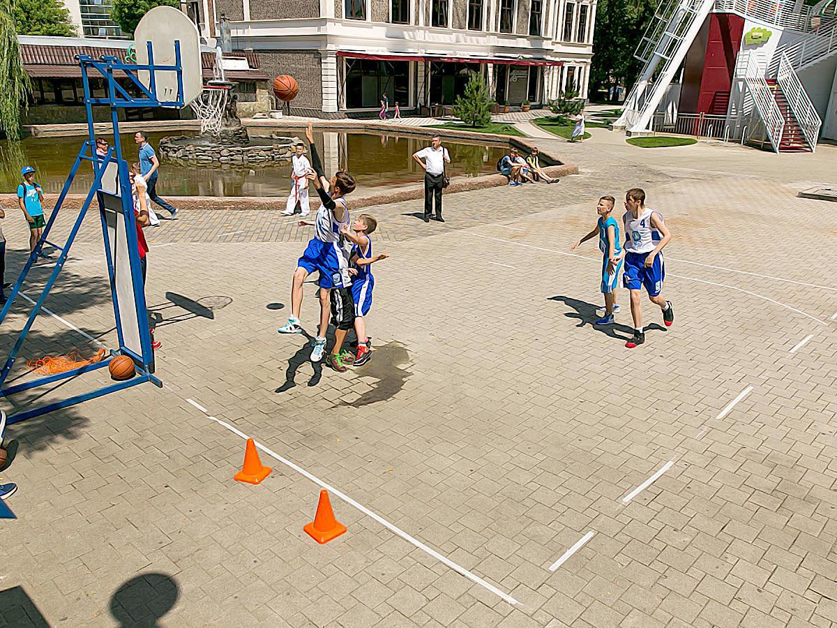 В Краснодаре стартовал турнир по уличному баскетболу