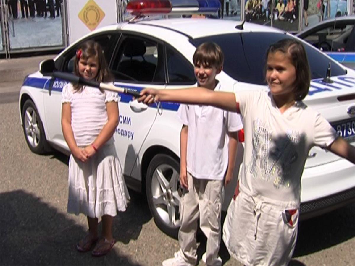 Подопечные фонда «Край Добра» попробовали себя в роли дорожных полицейских