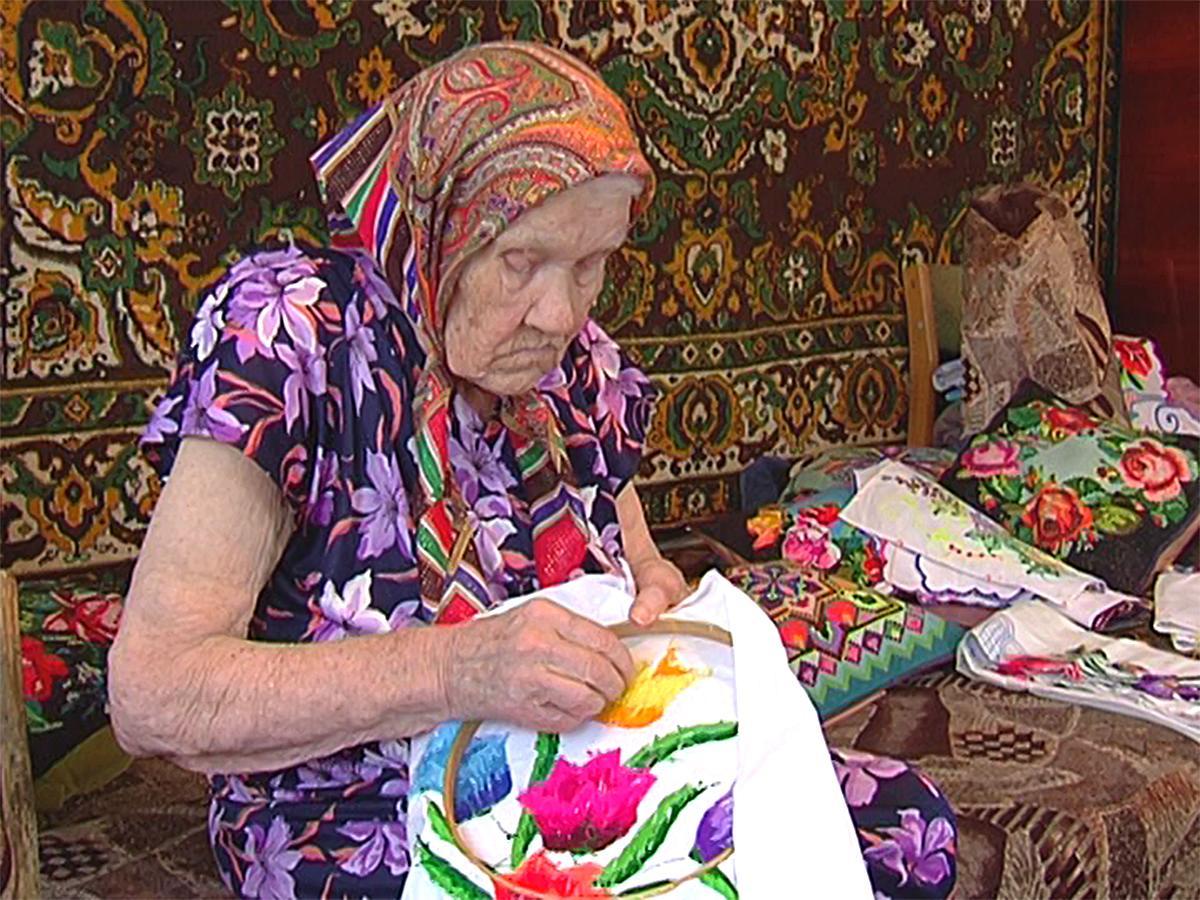 Вышивальщица из Усть-Лабинского района отметит 100-летний юбилей