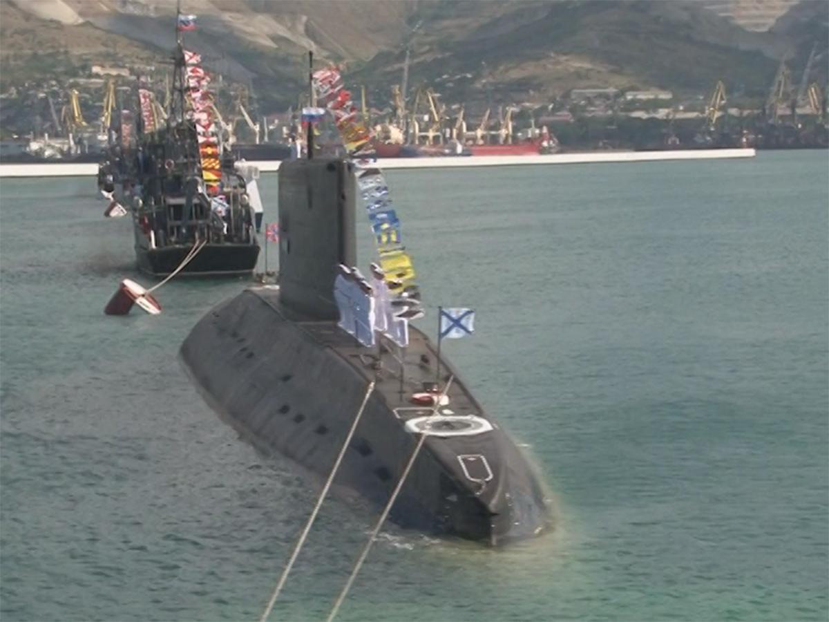 В Новороссийске в честь Дня ВМФ показали морской бой