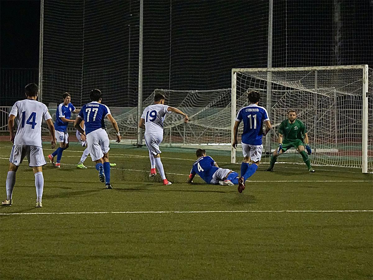 ФК «Афипс» сыграл с «Динамо Ставрополь» на домашнем поле