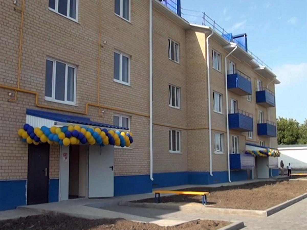 В Белоглинском районе построили дом для врачей и учителей