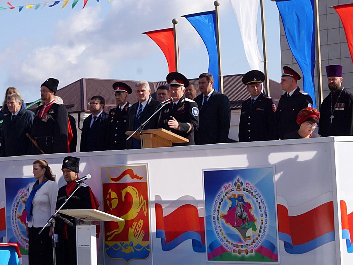 День кубанского казачества в регионе отметили парадами