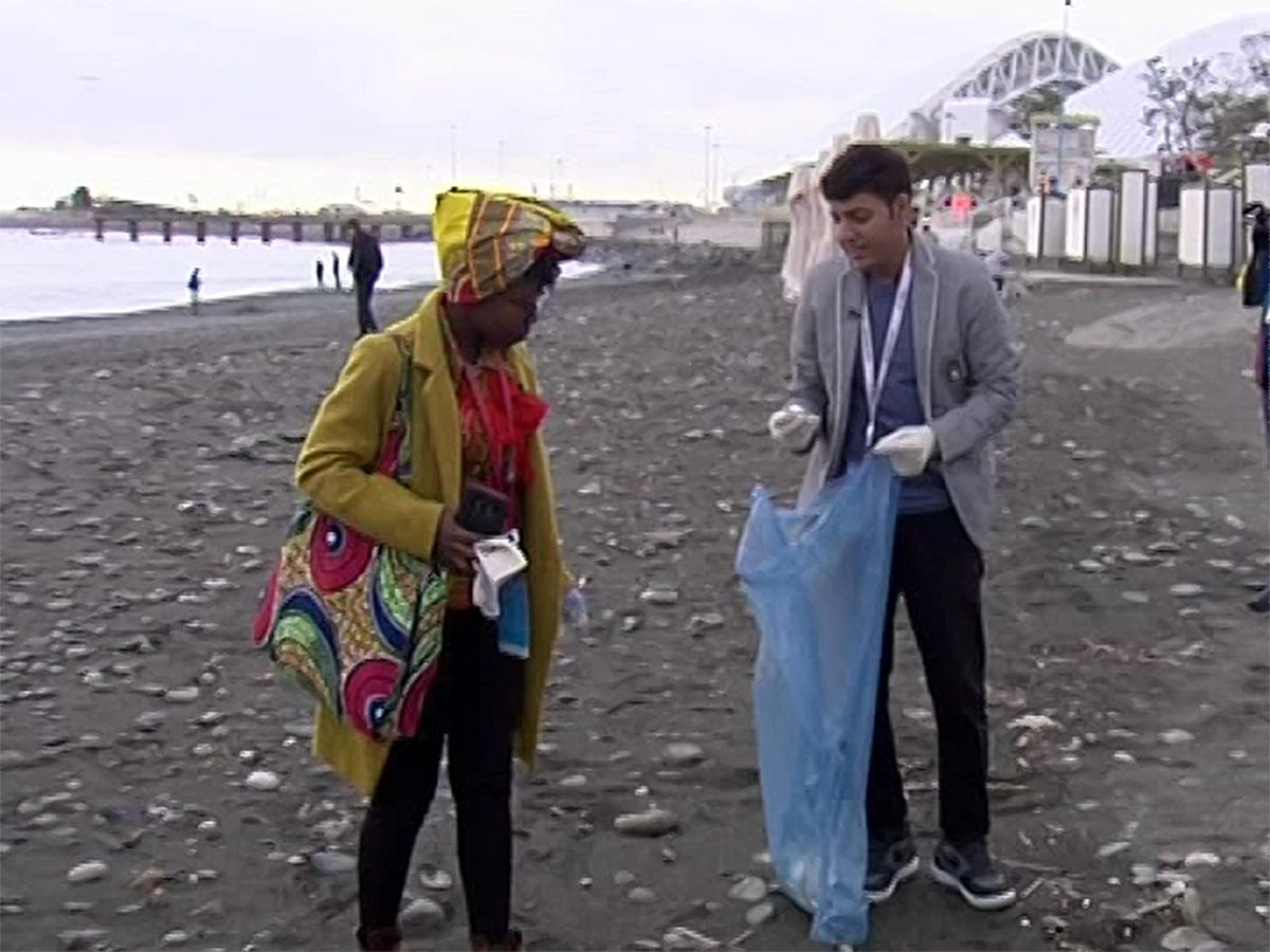 Участники фестиваля молодежи очистили сочинские пляжи от мусора