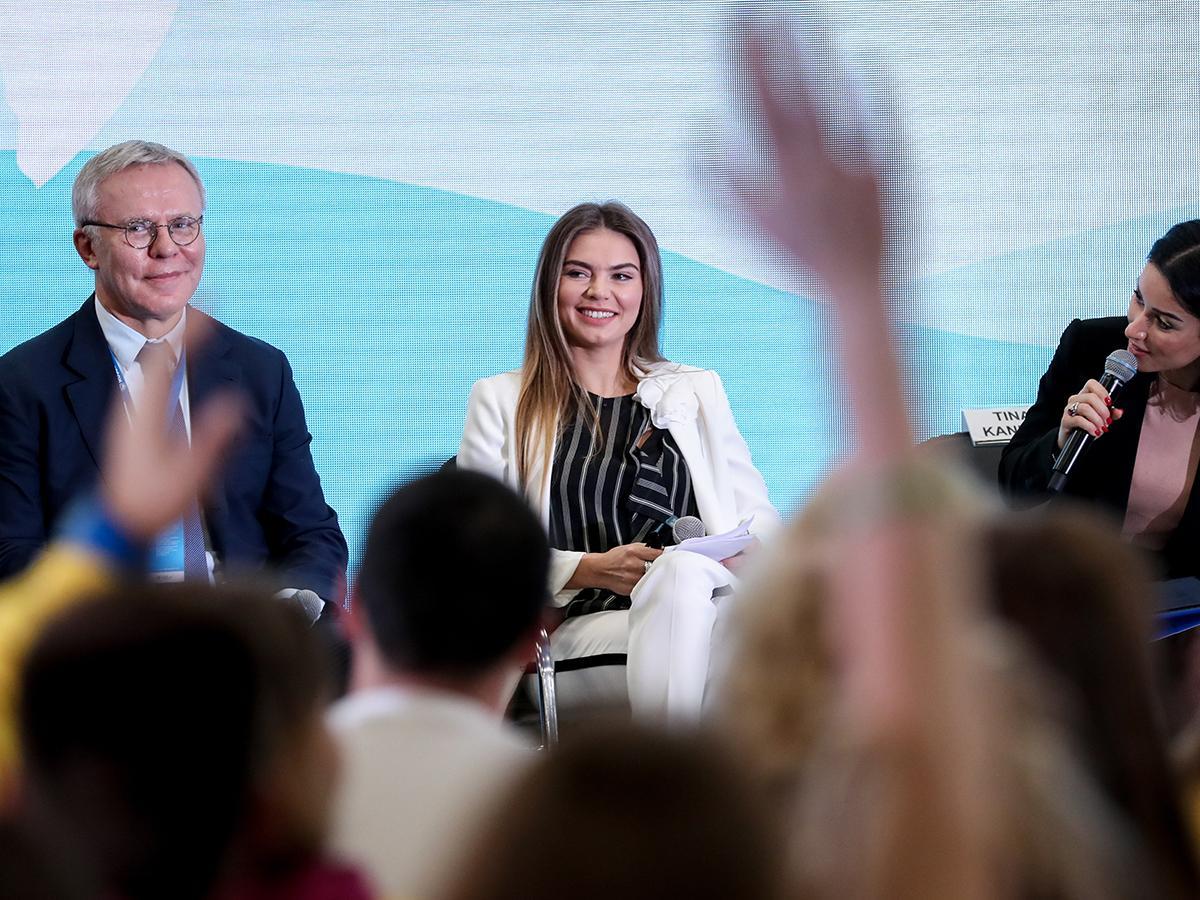 Юлия Липницкая и Алина Кабаева приняли участие в фестивале молодежи в Сочи