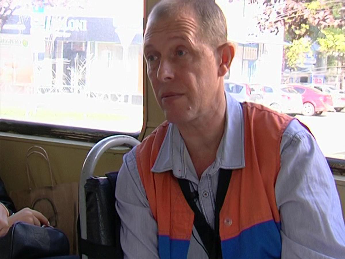 Кондуктор трамвая № 5 во время поездки проводит экскурсии об истории Краснодара