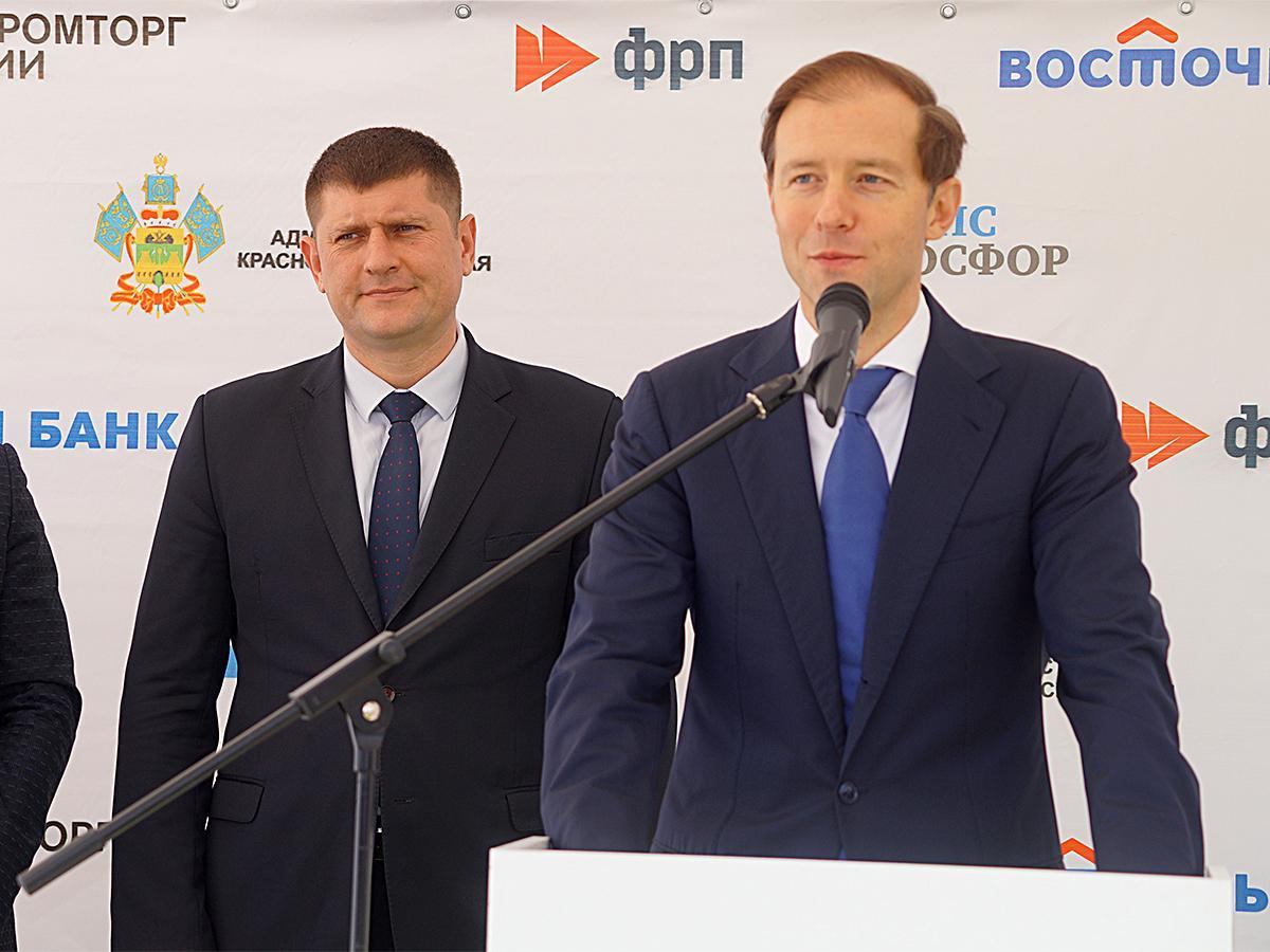 Глава Минпромторга РФ в Новороссийске: мы будем дальше развивать легпром