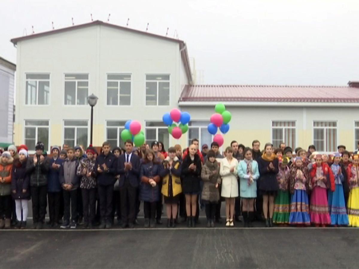Анна Минькова посетила новое здание школы в Крымском районе