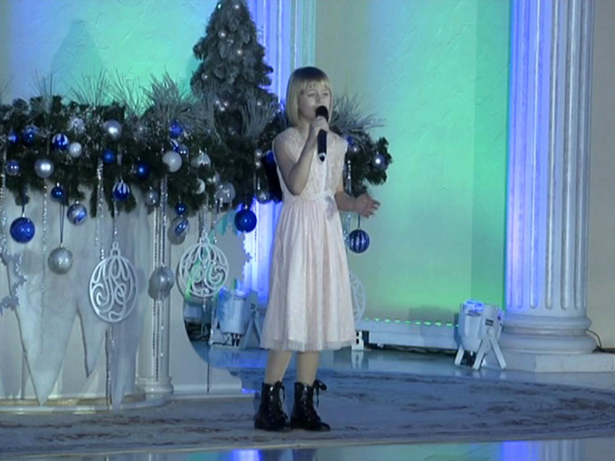 На вечере «Края Добра» выступила финалистка шоу «Голос. Дети» Ярослава Дегтярева