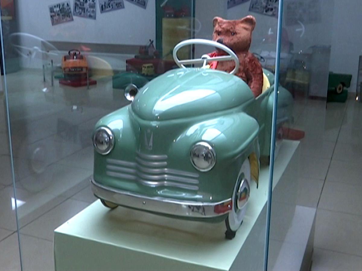 В Краснодаре открылась выставка раритетных игрушечных автомобилей