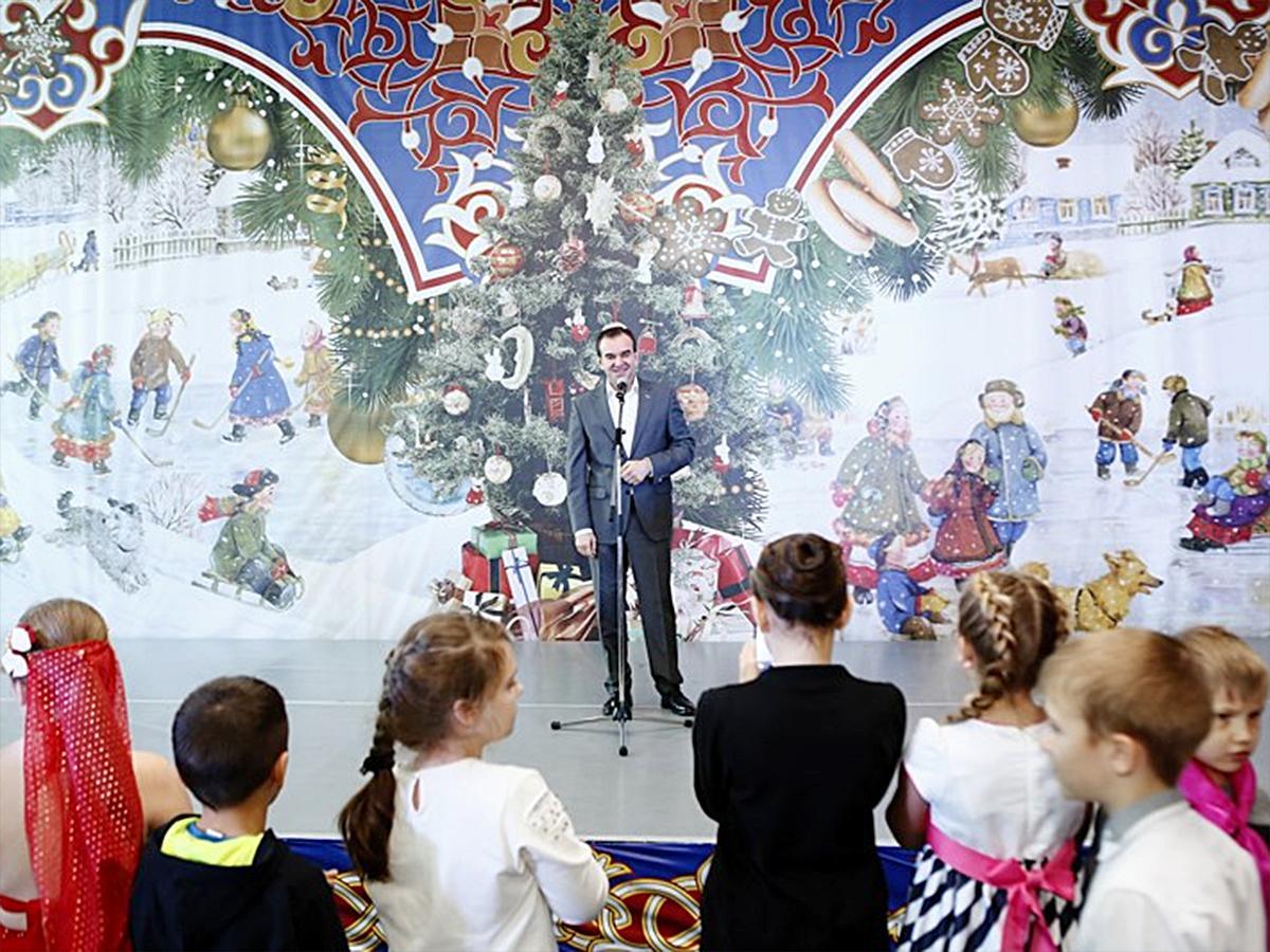 Губернатор Кубани Вениамин Кондратьев на новогодней елке поздравил детей