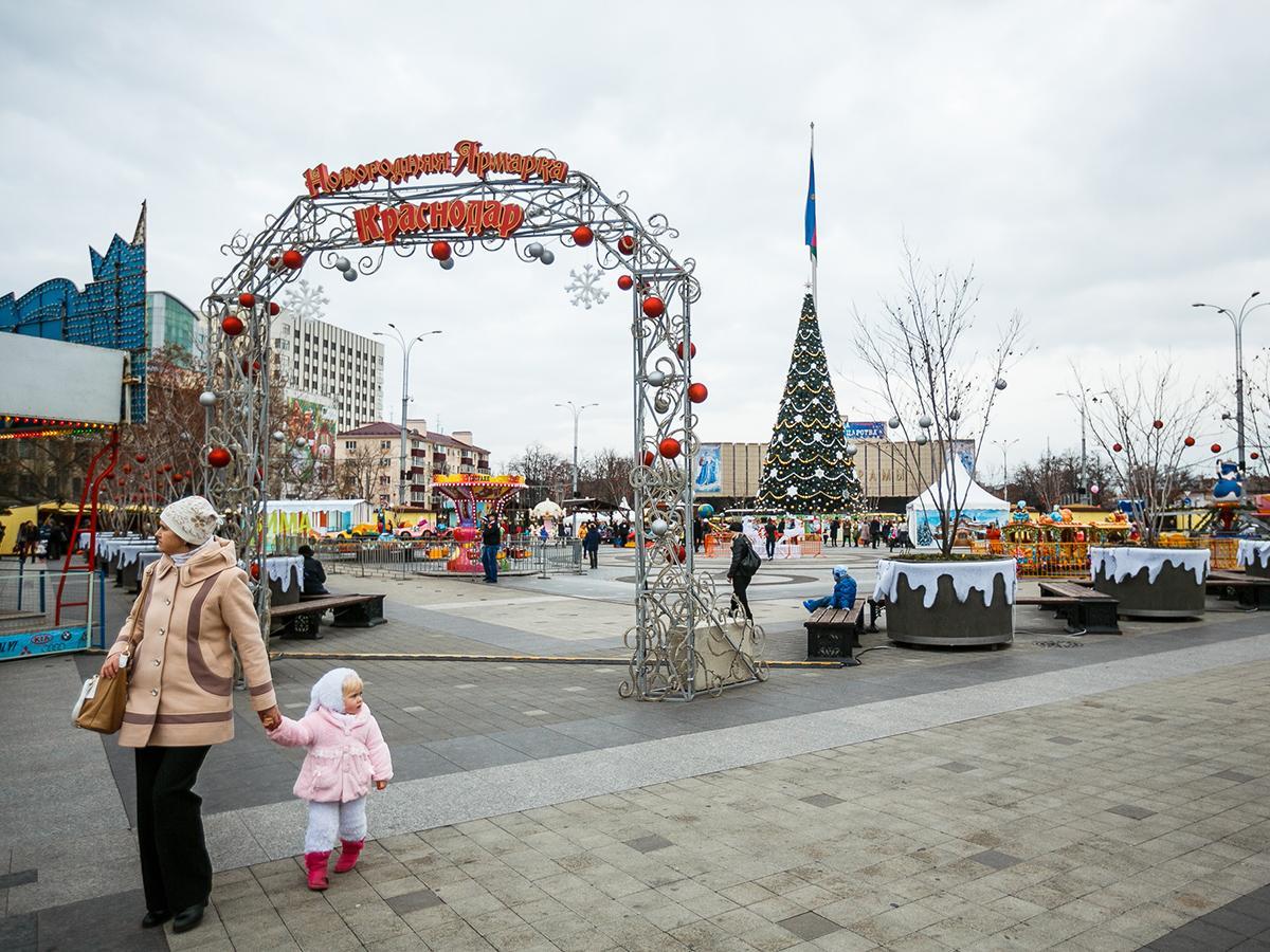 В Краснодаре начались новогодние гуляния и открылись ярмарки