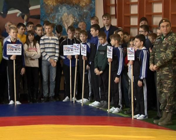 В Брюховецком районе прошли турниры по шахматам и борьбе для трудных подростков