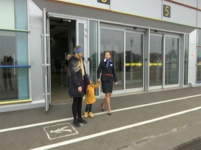 Жительница Краснодара оценила все зоны аэропорта с завязанными глазами