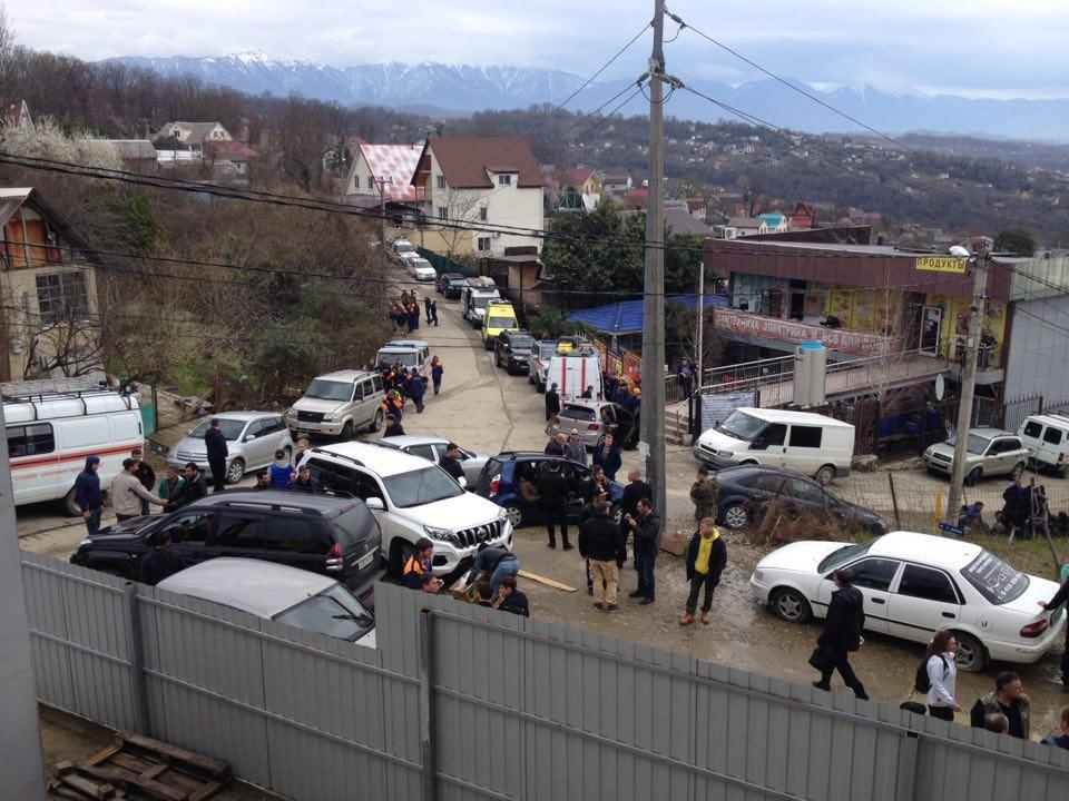 Соседи рассказали  о семье пропавшей в Сочи девочки
