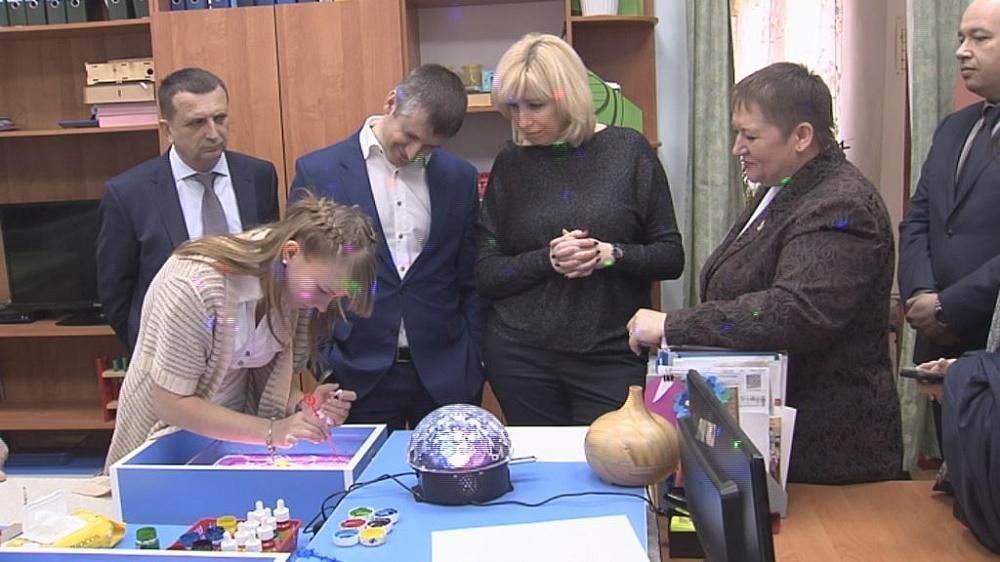 Анна Минькова посетила интернат для детей с инвалидностью в Павловском районе