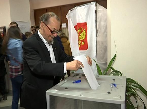 На Кубани проголосовали политики, деятели культуры, спортсмены и врачи