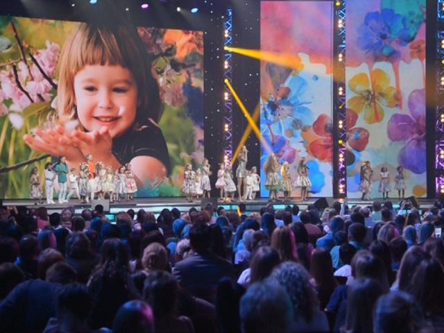 Восьмилетняя девочка из Крымска выступила вместе с певицей Жасмин