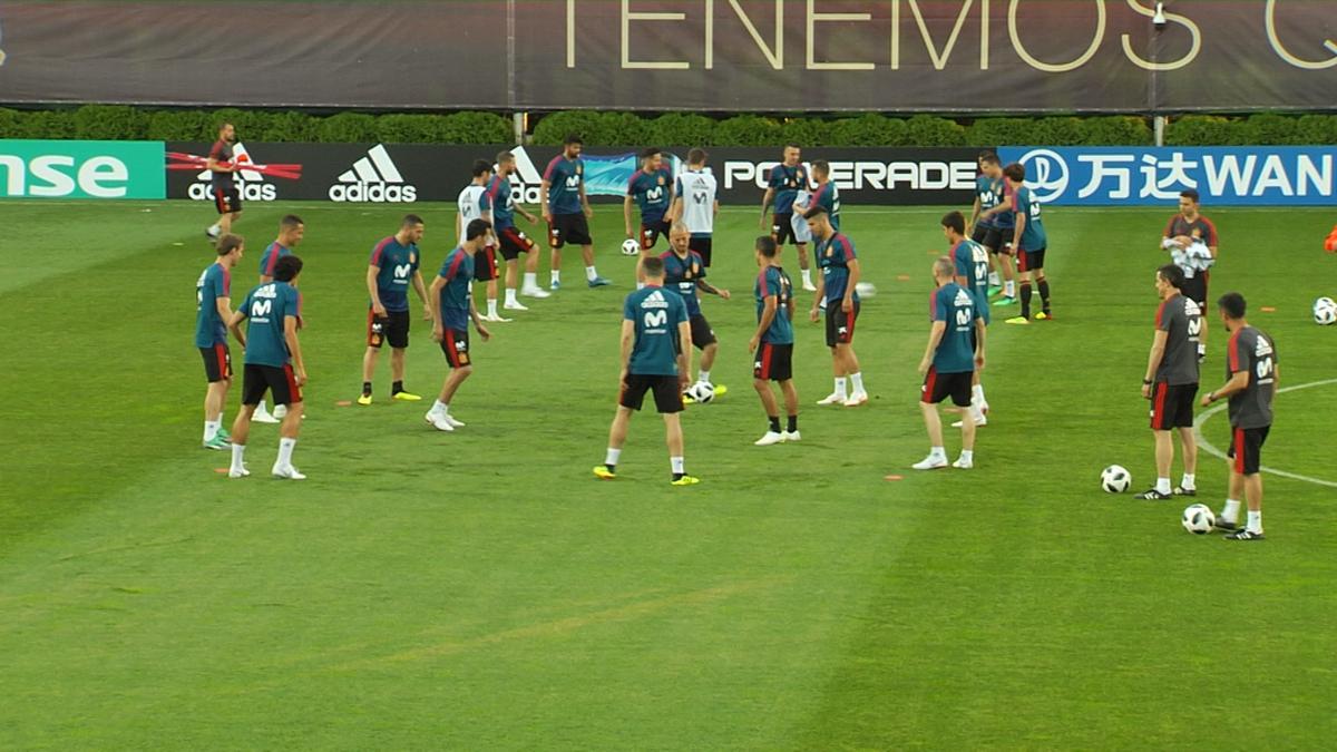 За тренировкой сборной Испании в Краснодаре наблюдали больше 1 тыс. человек