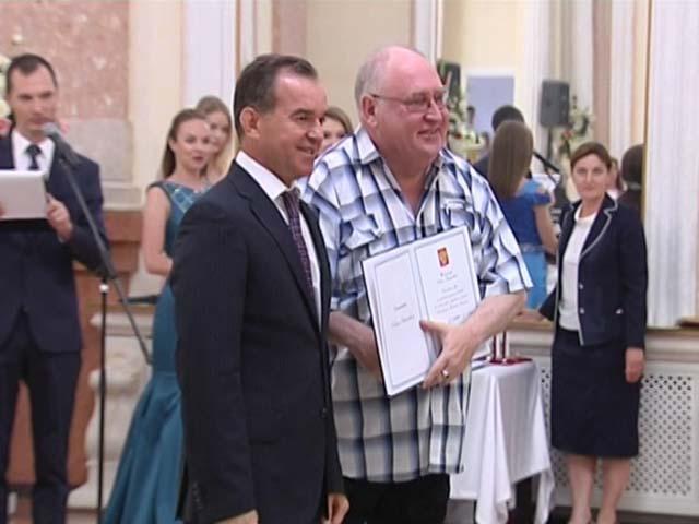 В День России на Кубани наградили пятерых героев труда