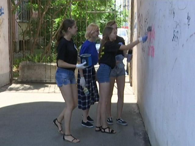 На Кубани волонтеры закрасили адреса сайтов, продающих наркотики