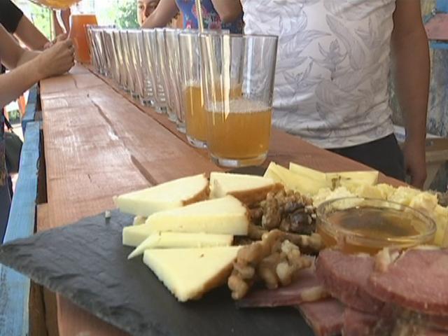 В Северском районе туристов пригласили попробовать яблочный сидр