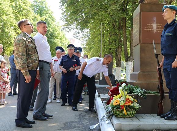 Как в Краснодаре прошло открытие памятника летчику Роману Филипову