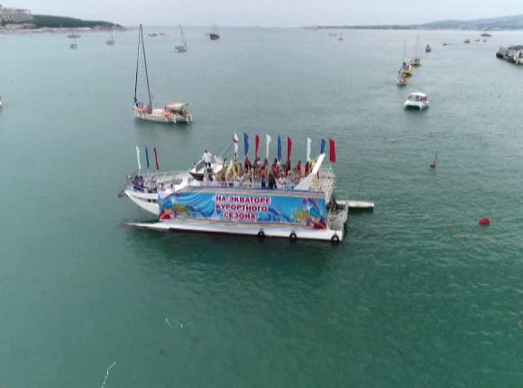 В Геленджике прошел единственный в России карнавал на воде