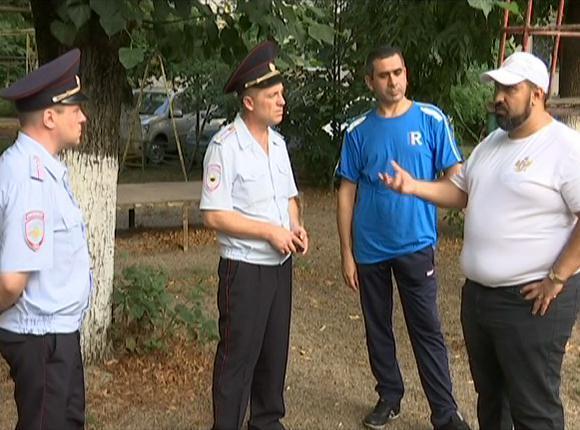 В Краснодаре вместе с полицейскими в рейд вышел «Патруль отцов»