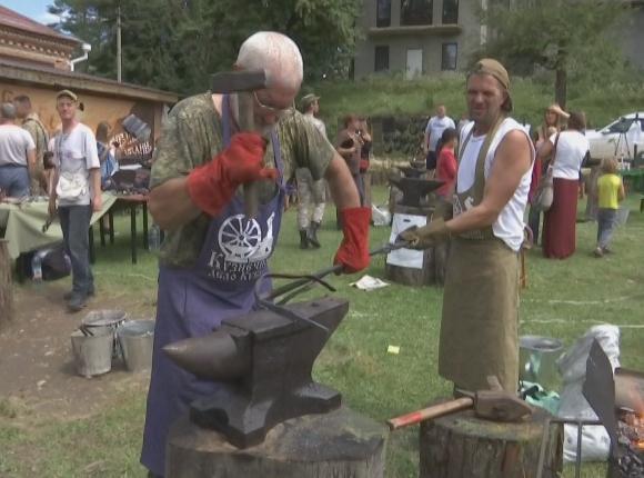В Апшеронском районе кузнецы провели мастер-класс по работе с металлом