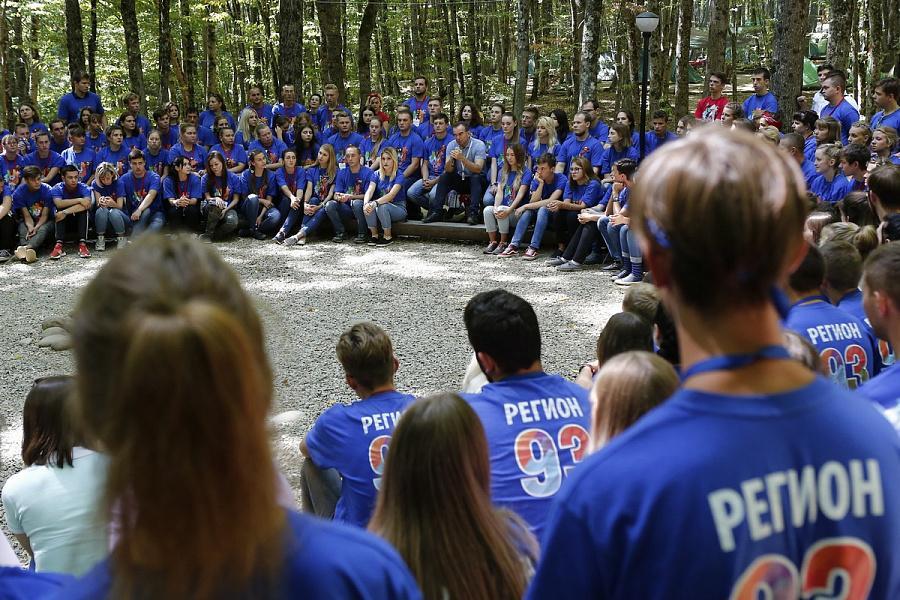 Вениамин Кондратьев: поддержать молодежь мы можем грантом