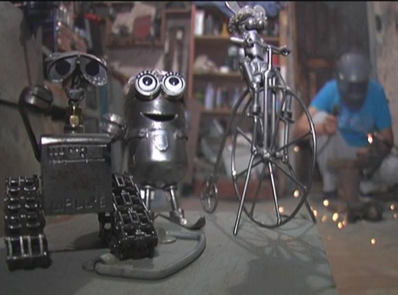 Житель Выселковского района делает из металла героев мультфильмов