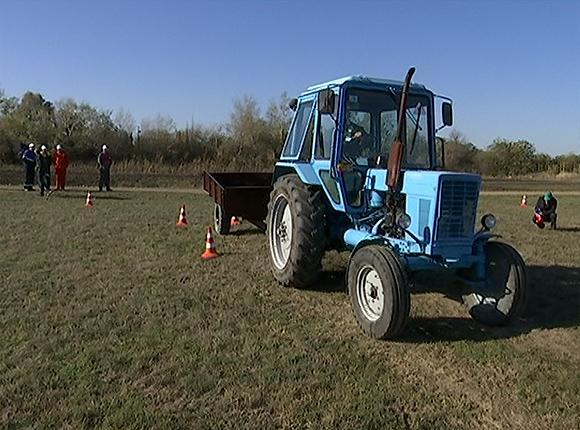 На Кубани выбрали лучшего молодого тракториста