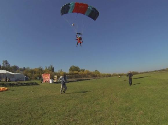 Кубанцы с травмами опорно-двигательного аппарата прыгнули с парашютом