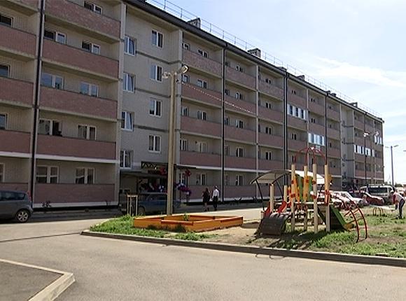В Динском районе квартиры по краевой программе получили 28 детей-сирот