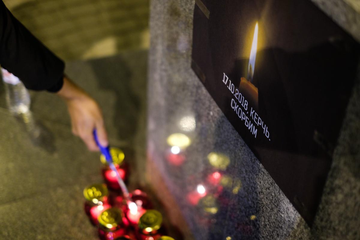 Акция в память о погибших в колледже Керчи в Краснодаре
