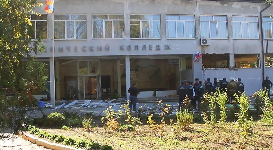 «Факты 24»:  краснодарцы принесли цветы к собору в память о погибших в Керчи, актер Стивен Сигал прибыл в Краснодар
