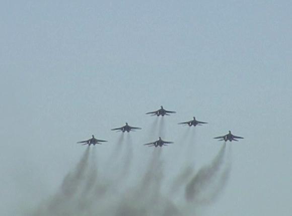 В Краснодаре «Стрижи» исполнили фигуры высшего пилотажа на истребителях МиГ-29
