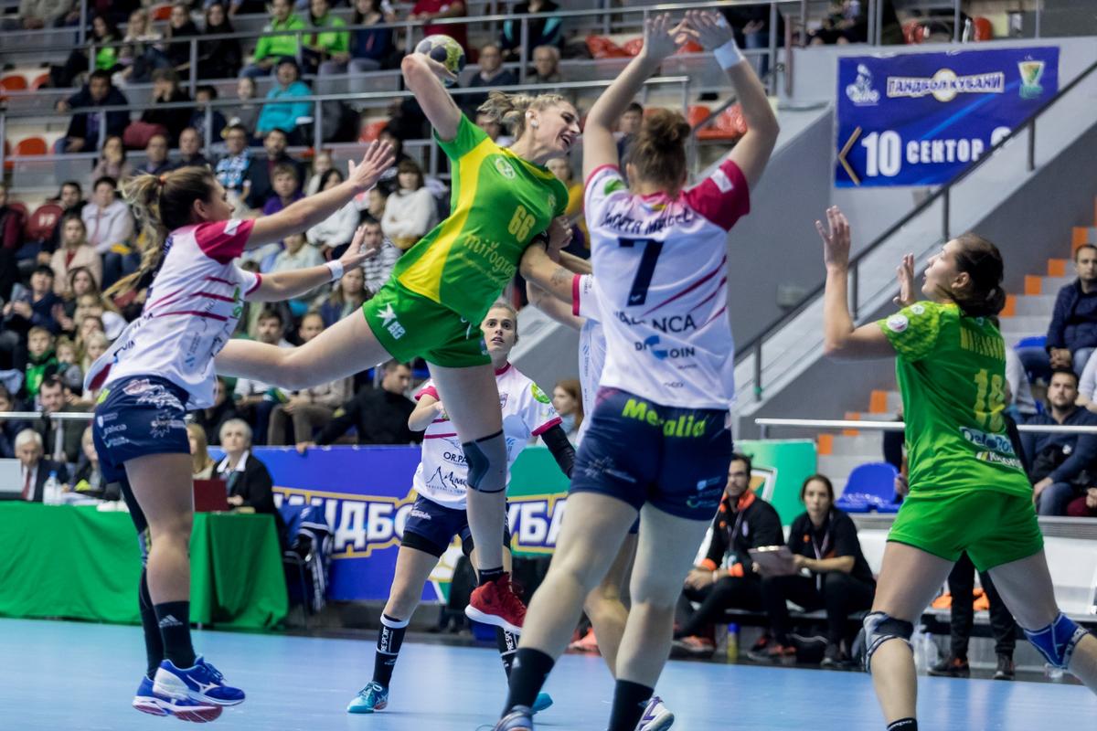 В Краснодаре женский ГК «Кубань» сыграл с испанским «Атлетико»