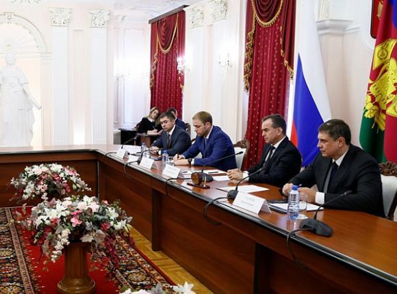«Факты 24»: Кондратьев обсудил с представителями банков развитие финансовых институтов, завершились восстановительные работы на водопроводе под Крымском
