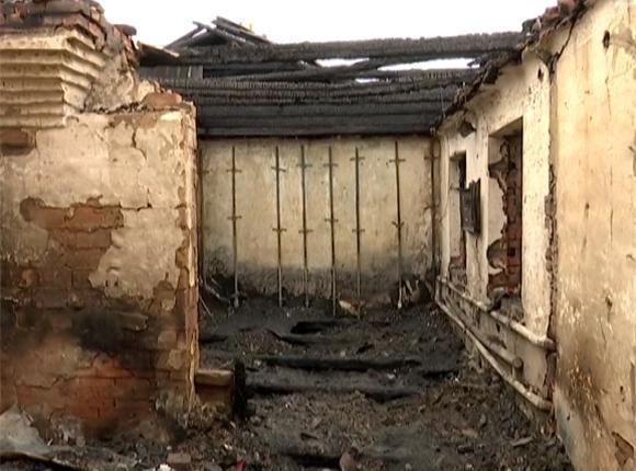 В Новопокровском районе организовали помощь семье погибших при пожаре детей и женщины