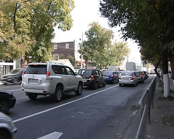 Из-за полосы для общественного транспорта в Краснодаре образовалась пробка