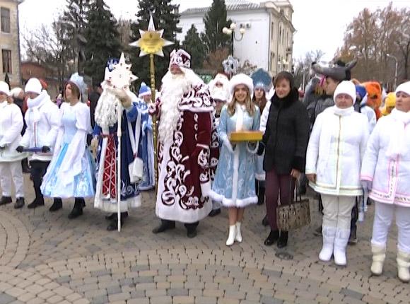 В Краснодаре прошел парад Дедов Морозов