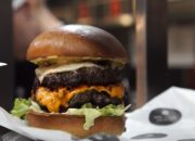 В Краснодаре открылась бургерная Black Star