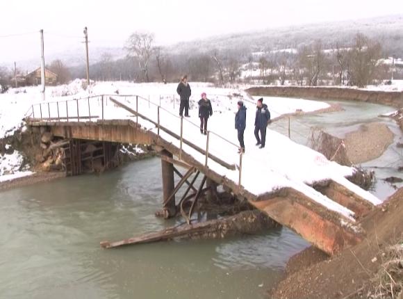 Жители Крымского района попросили власти восстановить мост через реку Адагум