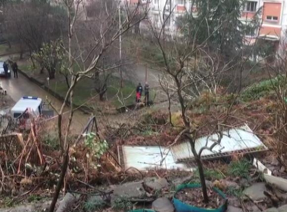 В результате обрушения опорной стены в Сочи повредило теплотрассу