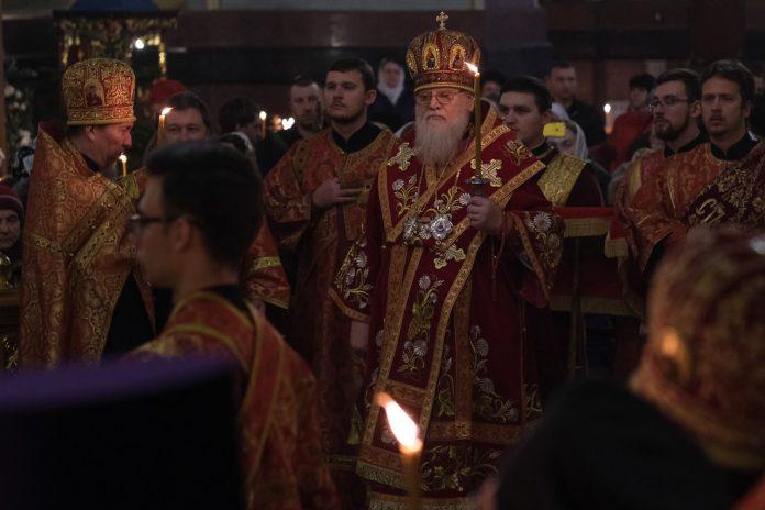 Митрополит Исидор в день тезоименитства провел литургию в Свято-Екатерининском соборе