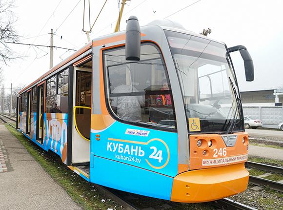 В Краснодаре состоялся первый рейс трамвая программы «Хорошее утро»