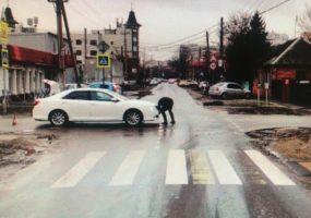 В Краснодаре в ДТП пострадал парень на электросамокате